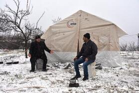 Malatya'da kar yağışı, depremzedeleri olumsuz etkiledi