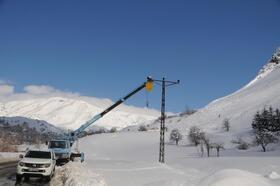 Tunceli'nin 3 ilçesinde hasar gören elektrik nakil hatları onarılıyor