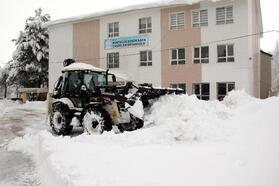 Bitlis'te kardan kapanan 575 yerleşim yeri, ulaşıma açıldı