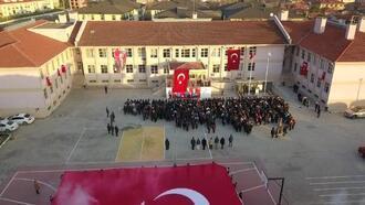 Sakarya'da okullar bayraklarla donatıldı
