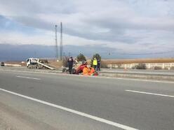 Otomobil su kanalına devrildi: 3 yaralı