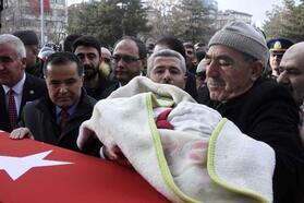 Şehit Uzman Çavuş Yıldız'ı, Aksaray'da 15 bin kişi uğurladı