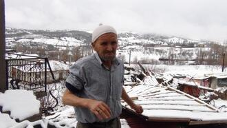 Simav'da fırtına çatı uçurdu, bacaları yıktı