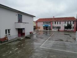 Manyas'ta iki eğitim kurumu, depremde risk oluşturduğundan yıkılıyor