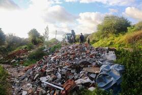 23 kamyon hafriyat ve çöp toplandı