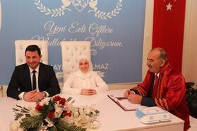 Başkan Türkyılmaz, genç çiftlerin nikahını kıydı