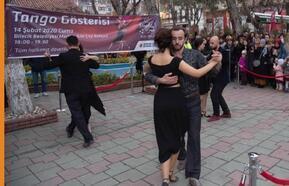 Bilecik'te, Sevgililer Günü'ne özel tango gösterisi