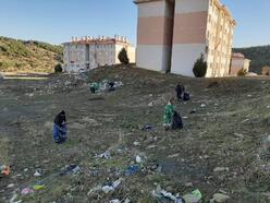 Toplu konut alanından 15 ton çöp toplandı