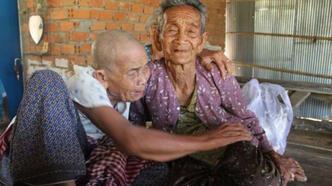 Biri 98, diğeri 101 yaşındaki iki kızkardeş 47 yıl sonra tekrar buluştu