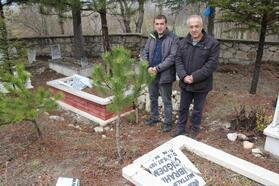 Kütahya'da, mezar taşlarını kırdılar