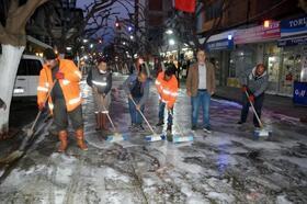 Caddeler ve sokaklar lavanta kokulu deterjanla yıkanıp, dezenfekte edildi