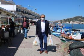 Foça'da koronavirüse karşı yardımlaşma
