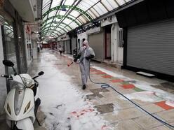 Marmaris sokaklarında dezenfekte işlemi