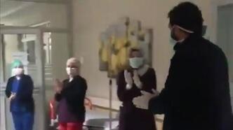 Malatya'da corona virüs tedavisinden sonra alkışlarla taburcu edildi