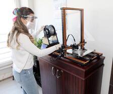 Mudanya Belediyesi 3D yazıcıyla maske üretimine başladı