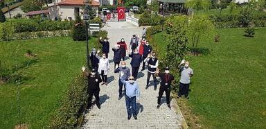 Huzurevi sakinleri için Ankara havası oynadılar