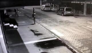 İşyerinin camını taşla kırarak cep telefonu çalan hırsız yakalandı