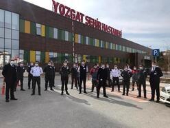 Yozgat Şehir Hastanesi'nde, koronavirüs hastalarını güvenlik görevlileri yönlendiriyor