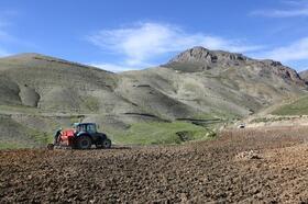 Van Büyükşehir Belediyesi'nden çiftçilere makine desteği