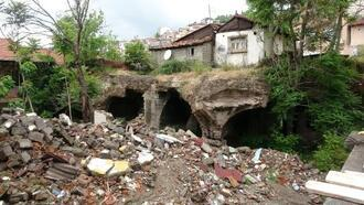 Roma döneminde İzmit'e su veren tarihi sarnıç kaderine terk edildi