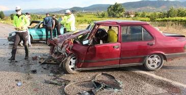 Takla atan otomobil karşı şeride geçti: 1 ölü, 4 yaralı
