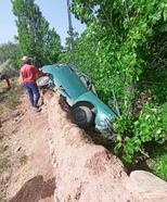 Kırşehir'de otomobil bahçeye devrildi: 1 yaralı