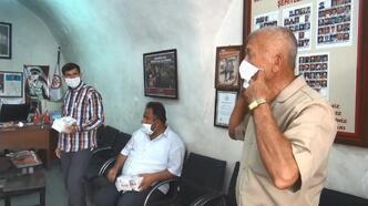 Midyat'ta güvenlik korucularına maske dağıtıldı