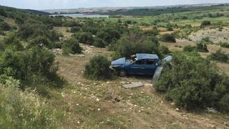 Şarampole yuvarlanan otomobilin sürücüsü yaralandı