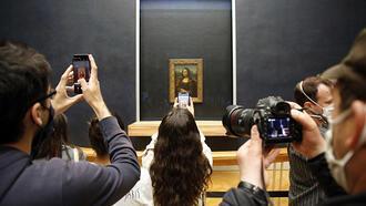 Louvre Müzesi kapılarını yeniden açtı