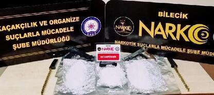 Uyuşturucu ve silahla yakalanan 2 şüpheli gözaltına alındı