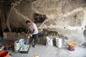 Mersin'de yanan evleri küllerinden yeniden inşa ediyor