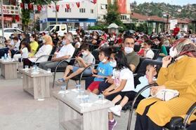 Bucak'ta 'Açık hava sinema günleri' sürüyor
