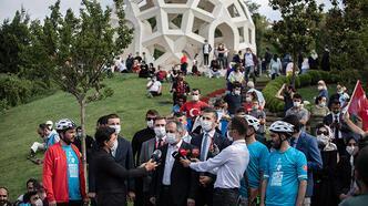 Onlarca bisikletli 15 Temmuz Şehitler Köprüsü'nü geçerek şehitler makamına geldi