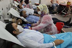 Silopi Kaymakamı Kuruca'dan kan bağışı