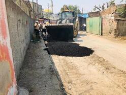 Ceyhan'da bozuk yollar onarılıyor