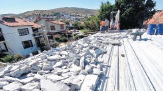 SİT alanına inşa edilen bina yıkıldı