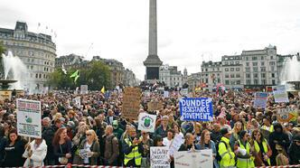 İngiltere'de karantina karşıtları sokaklarda