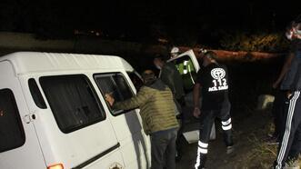 Alkollü sürücü yoldan çıktı şarampolde durdu, direksiyonda sızdı!