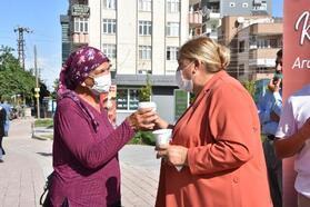 Başkan Erdem'den vatandaşlara kahve ikramı