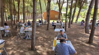 Emekliler, Tarsus Gençlik Kampı'nda mutlu bir gün geçirdi