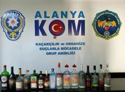 Alanya'da 16 şişe kaçak içki ele geçirildi