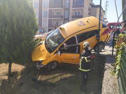 Taksi ile otomobil çarpıştı: 1 yaralı