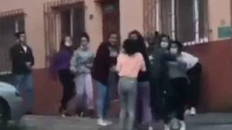 Liseli kızların erkek kavgası şok etti!