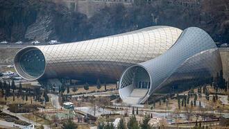 Kadim kent Tiflis tarihiyle büyülüyor