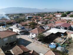 Alaşehir'deki bir mahalle bir takım koronavirüs tedbiri alındı