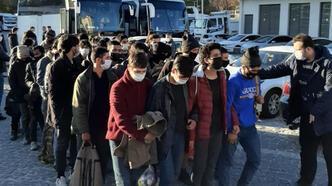 Ankara'da şok eden olay! 2 otobüsten 78 kaçak göçmen çıktı