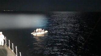 Marmaris'te 17 kaçak göçmen kurtarıldı