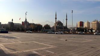 Kayseri'de kısıtlama öncesi meydanlar boş kaldı