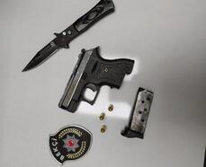 Polisin şüphe üzerine durdurduğu araçtan tabanca ve bıçak çıktı
