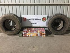 TIR'ın lastiklerinde kaçak sigara ele geçti